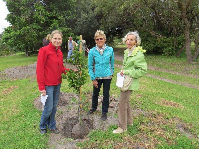 Tree planting Arboretum 2014